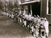 great_depression_soup_line_for_children