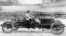 miss_dorothy_levitt_in_a_26hp_napier_brooklands_1908